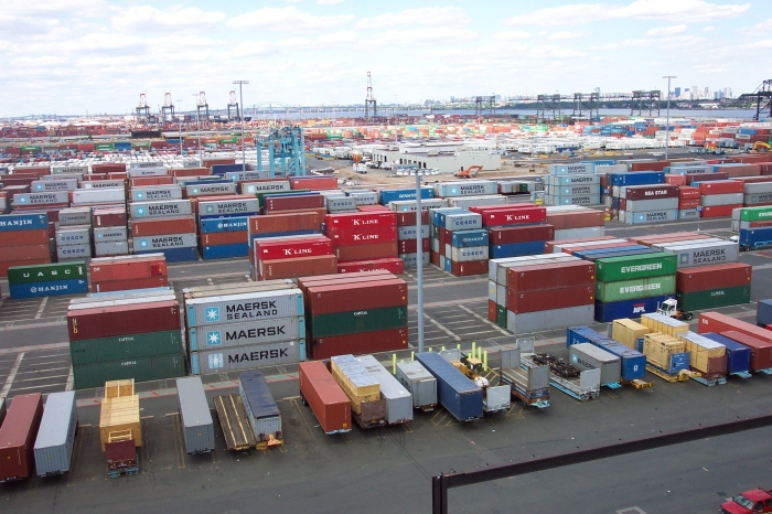 Line3174_-_Shipping_Containers_at_the_terminal_at_Port_Elizabeth,_New_Jersey_-_NOAA