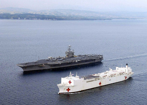 Abraham_lincoln_&_usns_mercy_in_company_(by_usn_photographer's_mate_3c_gabriel_r._pipero)