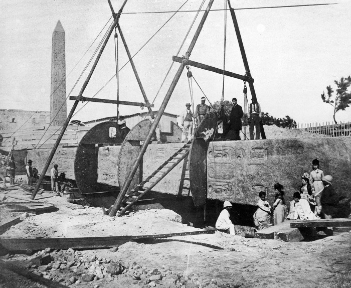 Encasing_Cleopatras_Needle_for_shipment_to_London_Flickr_4615365424_50ab0f8583_o