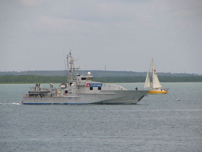 800px-Australian_Customs_boat_departing_from_Darwin_Harbour