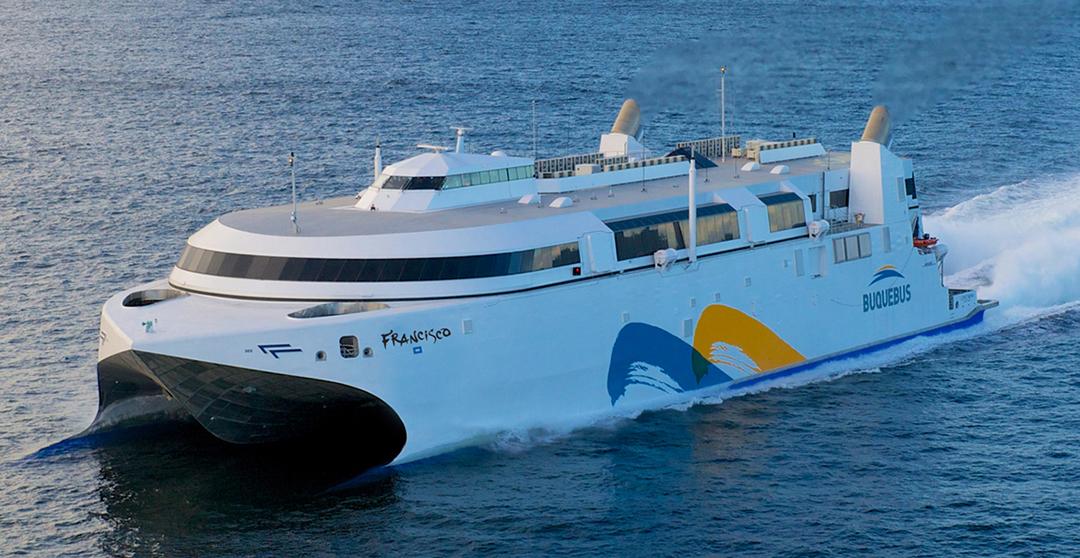 El ferry de alta velocidad Francisco de Buquebus. | VA DE BARCOS