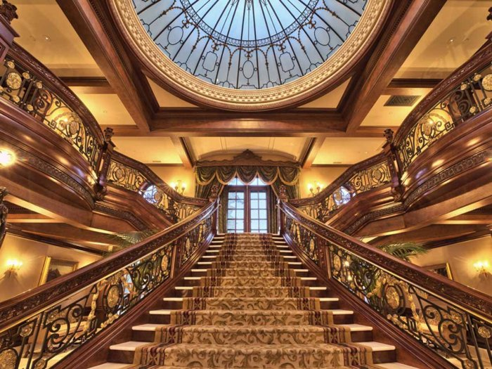 the-grand-staircase-was-made-using-the-original-blueprints-for-the-ss-titanic