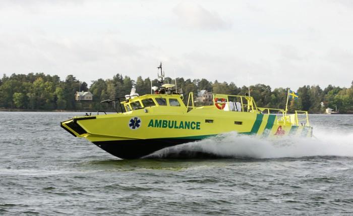 CB90H_Ambulance_03