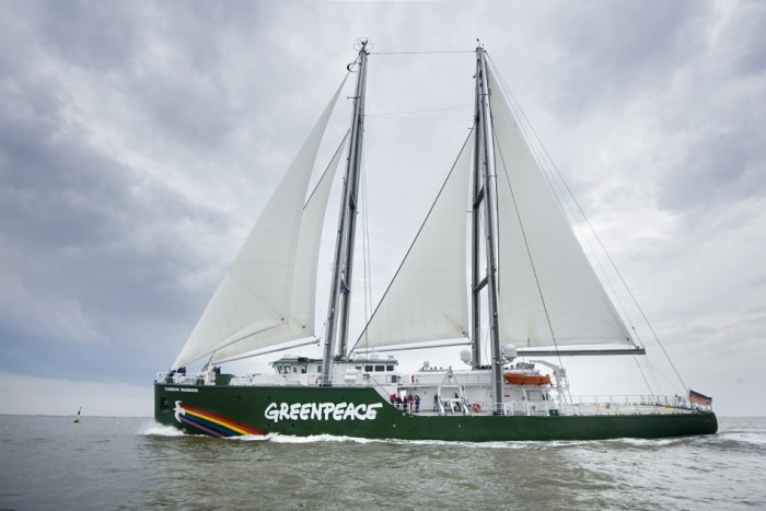 174247-greenpeace-boat-rainbow-warrior-iii