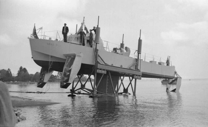 Bras Dor Hydrofoil (Canadian Navy) 2-tmb