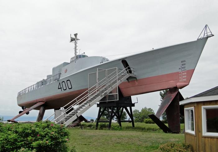 HMCS_Bras_d'Or_03