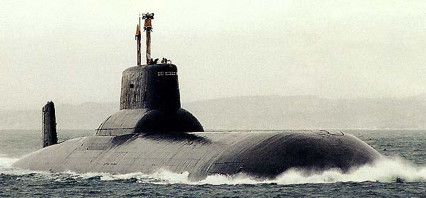 (Imagen de un submarino clase Typhoon en navegacion)