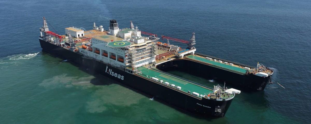 El buque multipropósito Pioneering Spirit.