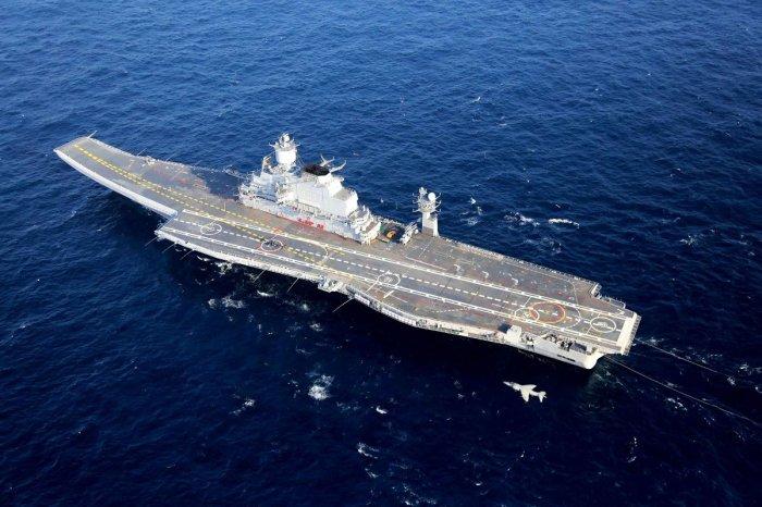 Portaaeronaves Vikramaditya en navegacion