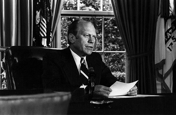 Imagen del presidente Ford en el despacho oval