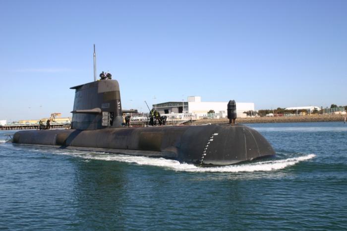 Submarino Collins en puerto