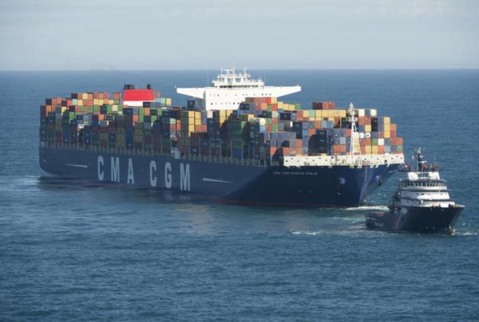 El Abeille Bourbon remolcando al CGM Marco Polo.