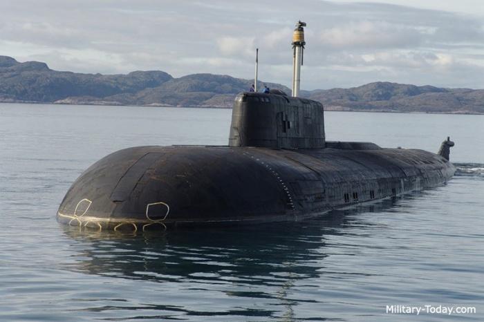 Imagen submarino Oscar II en navegacion