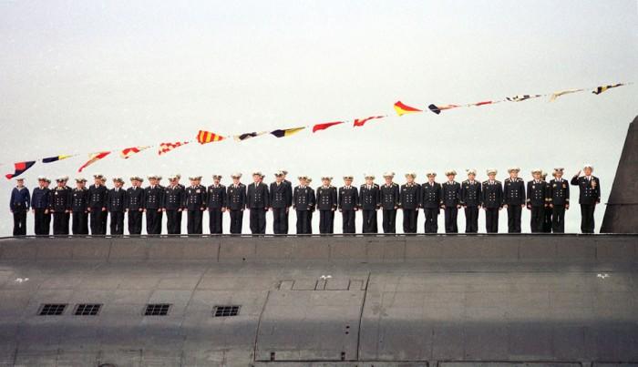 Imagen tripulacion Kursk en la cubierta del sumergible