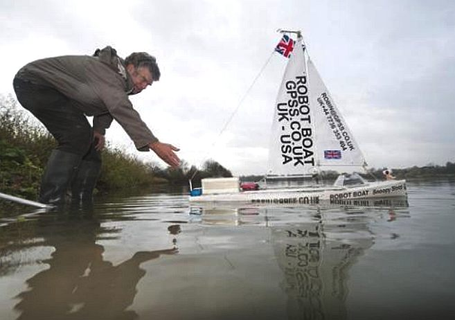 robin_lovelock_launches_snoopy_sloop_autonomous_sailing_boat