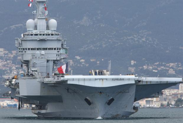 Portaaviones Charles de Gaulle en navegacion