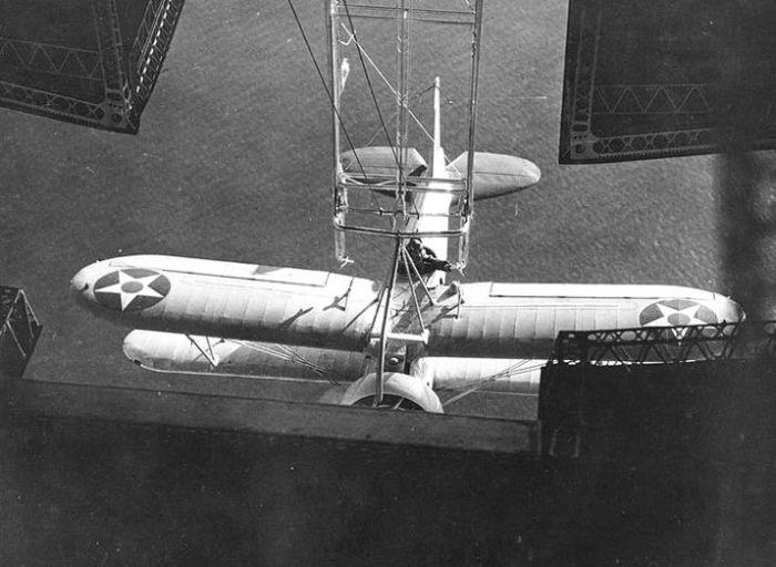 Sparrowhawk_USS_Akron_1932