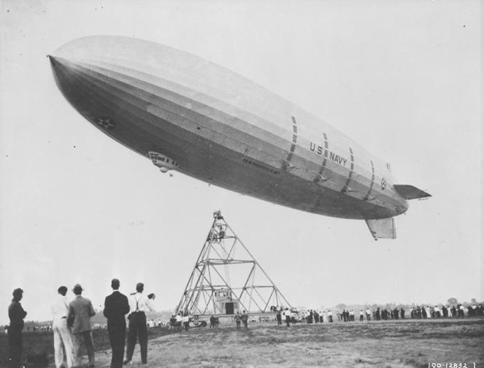 USS_Akron-airship-800