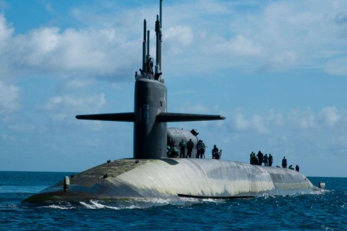 Submarino clase Ohio en superficie