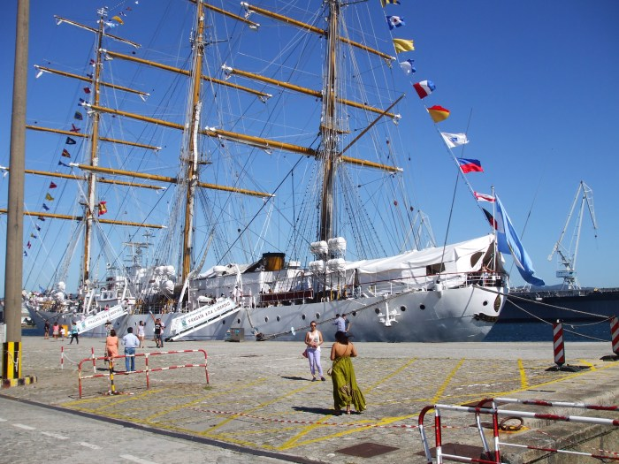 Fragatas ARA Libertad en el arsenal del Ferrol