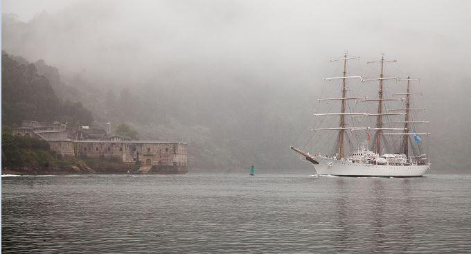 Fragata ARA Libertad entrando en Ferrol