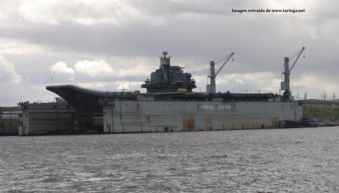 El portaaviones en dique