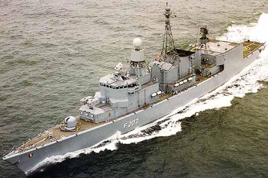 Fragata de la clase Bremen en navegación extraida de www.naval-technology.com