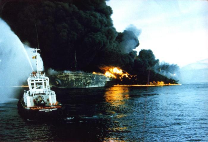 seawise-giant-bombardeado-por-irak-en-ormuz-14-mayo-19881